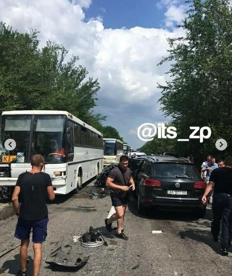 Аварія за участю автомобілів УДО. Фото: «Это Запорожье» в Instagram