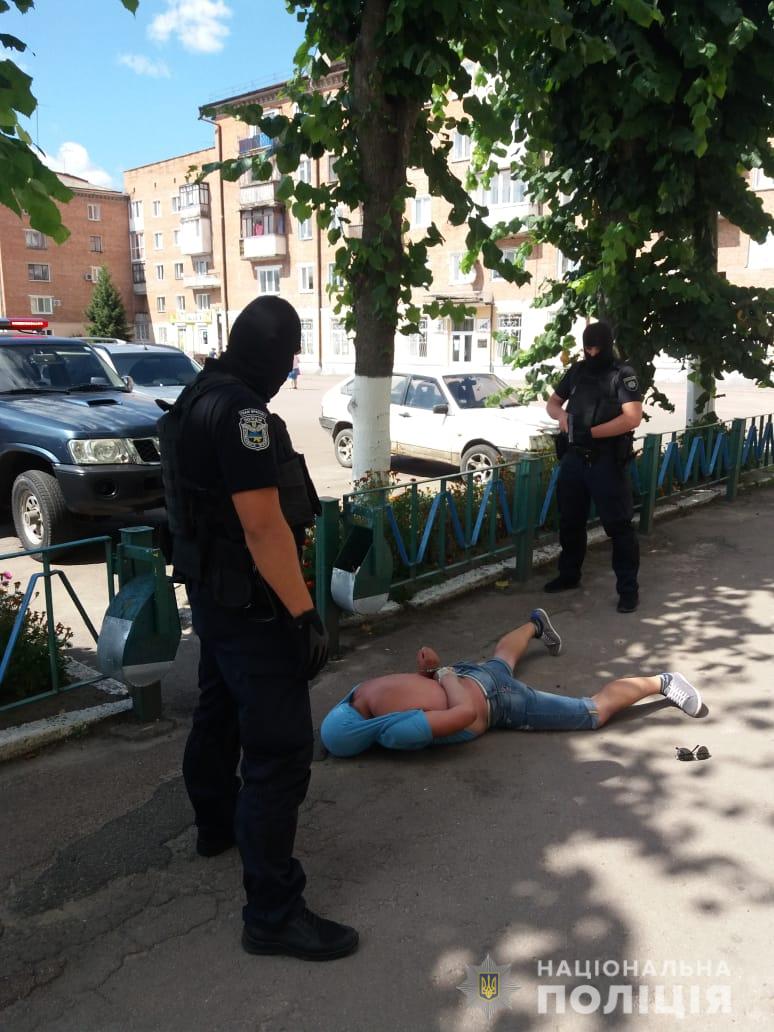 Викрадення дівчини на Житомирщині: затримано озброєного іноземця. Фото: Нацполіція
