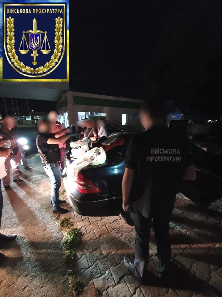 В Киеве задержали наркоторговцев, которые сбывали амфетамин военным. Фото: Военная прокуратура