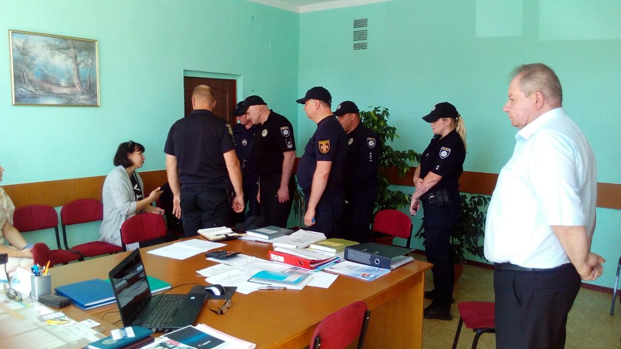На Черкащині в школі розпилили газ: евакуйовано 250 дітей, 20 із них госпіталізовано. Фото: ДСНС