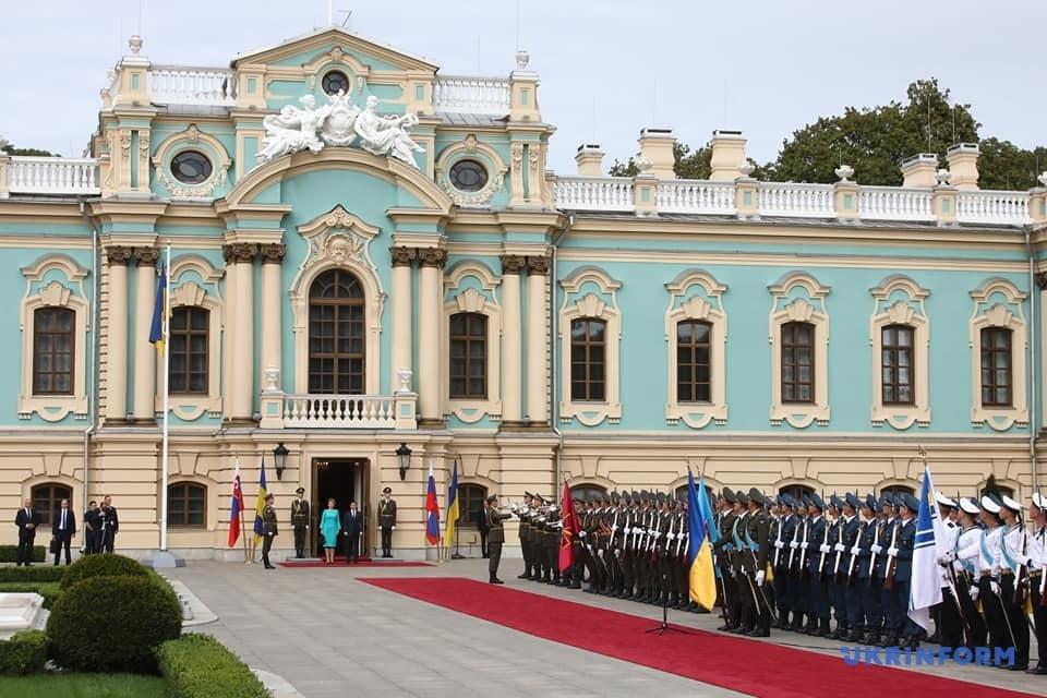 У Києві перекривають дороги у шести районах через візит президента Словаччини. Фото: Укрінформ