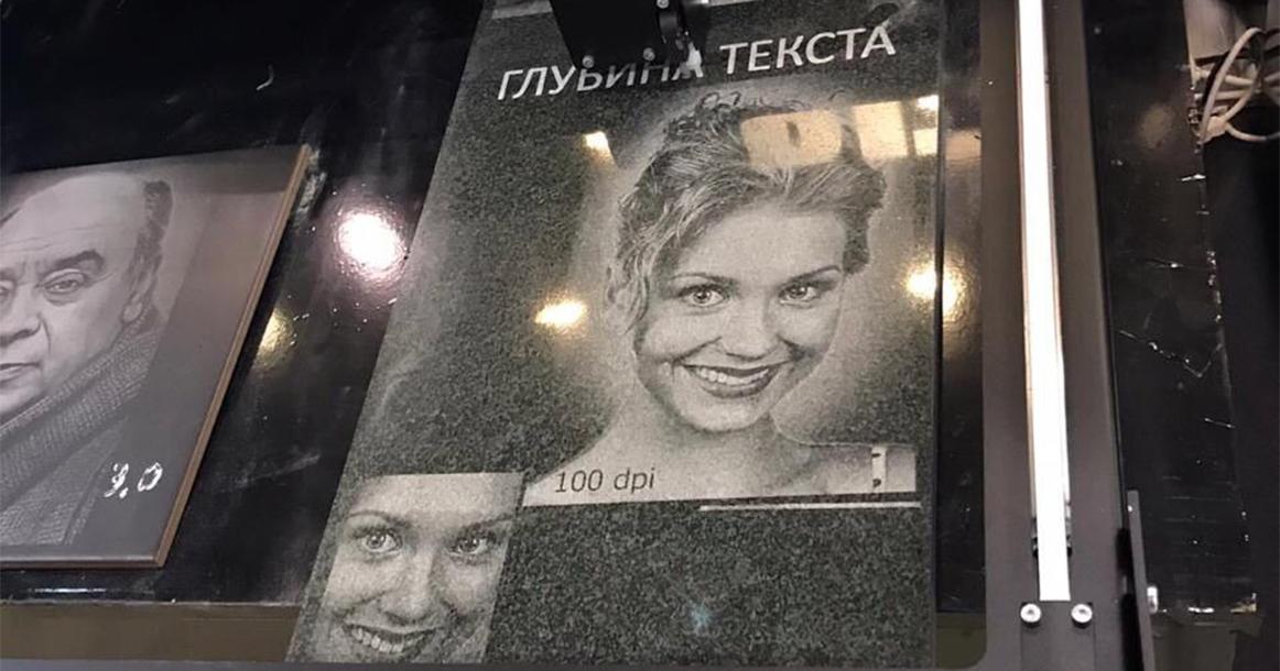 Россиян побаловали гробом в стразах, фото: moskvichmag