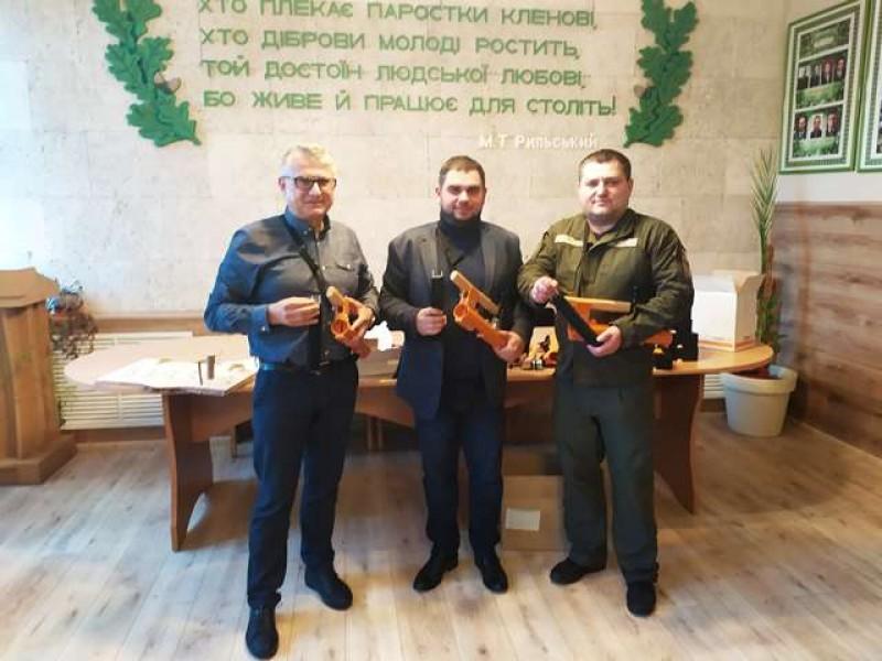 ВКиеве начали маркировать древесину. Фото: Киевзеленстрой