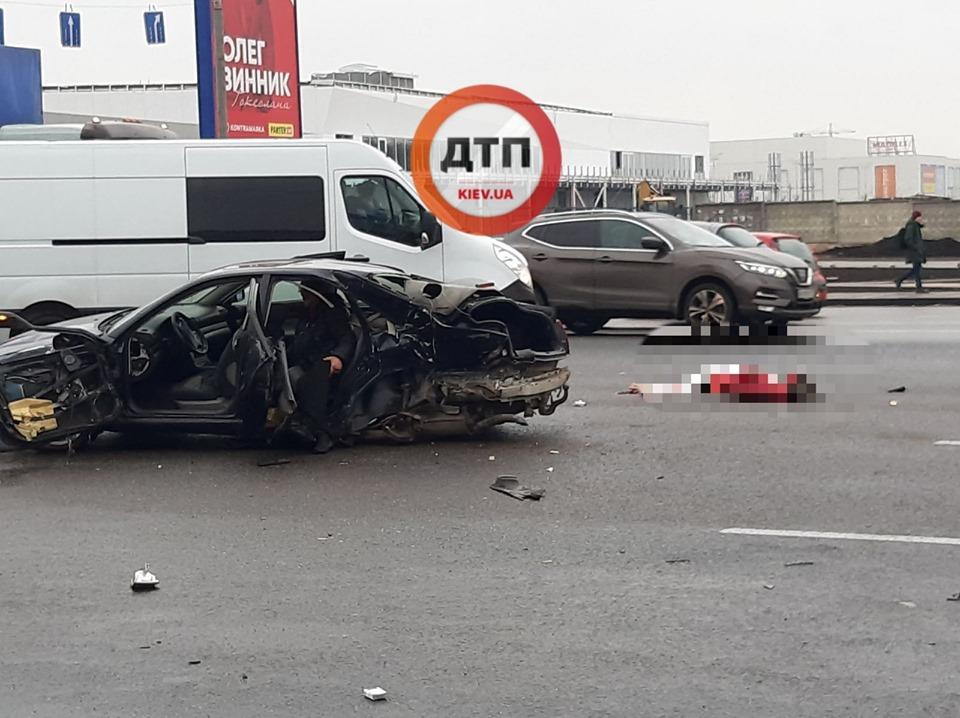 Жуткое ДТП в Киеве: три человека погибли и двое пострадали. Фото: dtp.kiev.ua