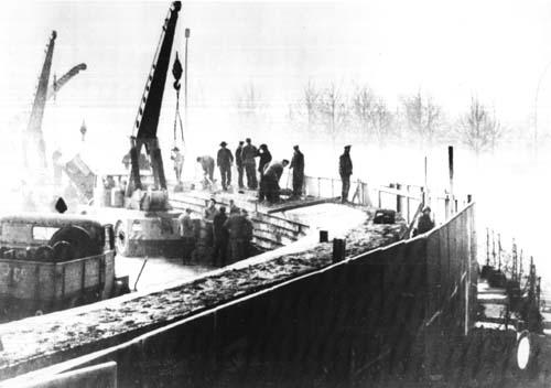 Сооружение Берлинской стены, фото: «Википедия»