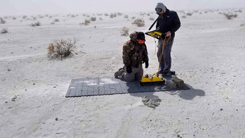 Исследователи собирают данные с помощью геолокатора, фото: Корнельский университет