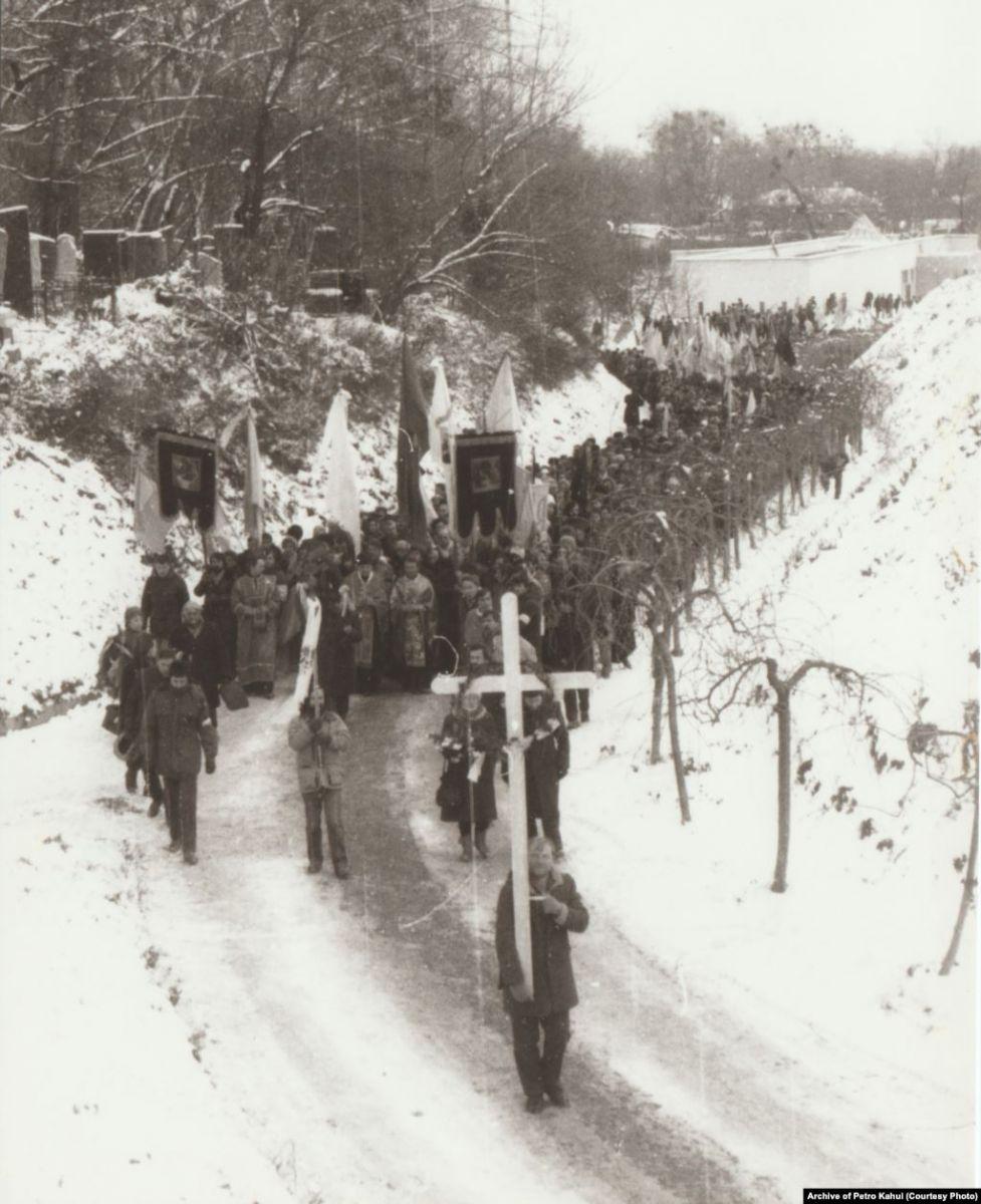 По дороге на Байковое кладбище / Перезахоронение Стуса, Литвина и Тихого.