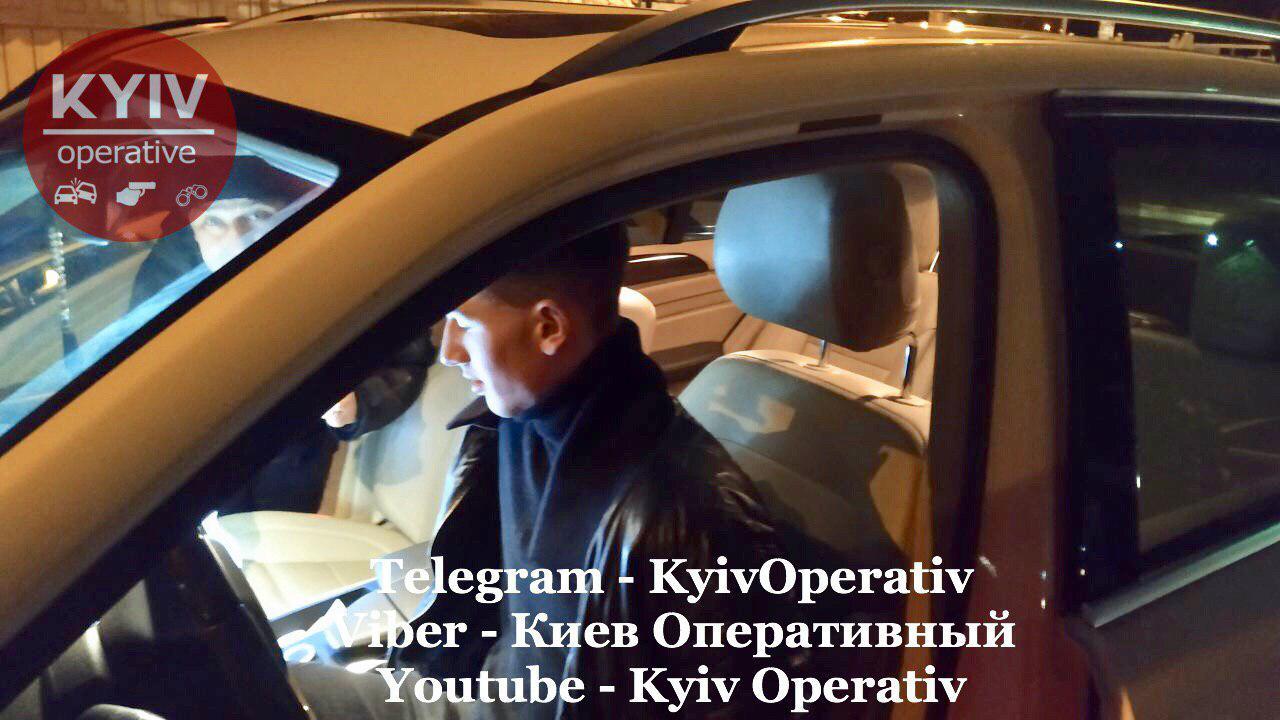У Києві 15 екіпажів поліції ловили хлопця без прав на батьківському «Мерседесі» . Фото: Київ Оперативний