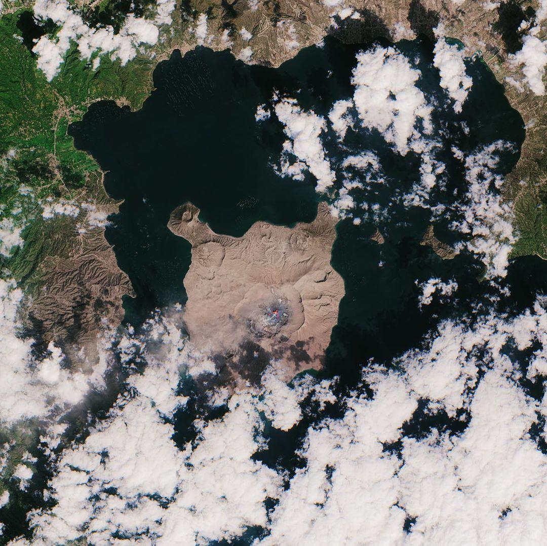 Виверження вулкана Таал на Філіппінах показали з космосу, фото: European Space Agency