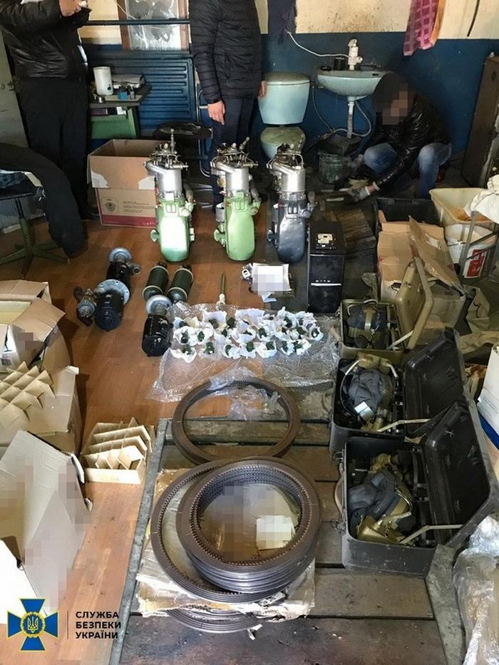 Вилучені контрафактні запчастини для бронетехніки. Фото: СБУ