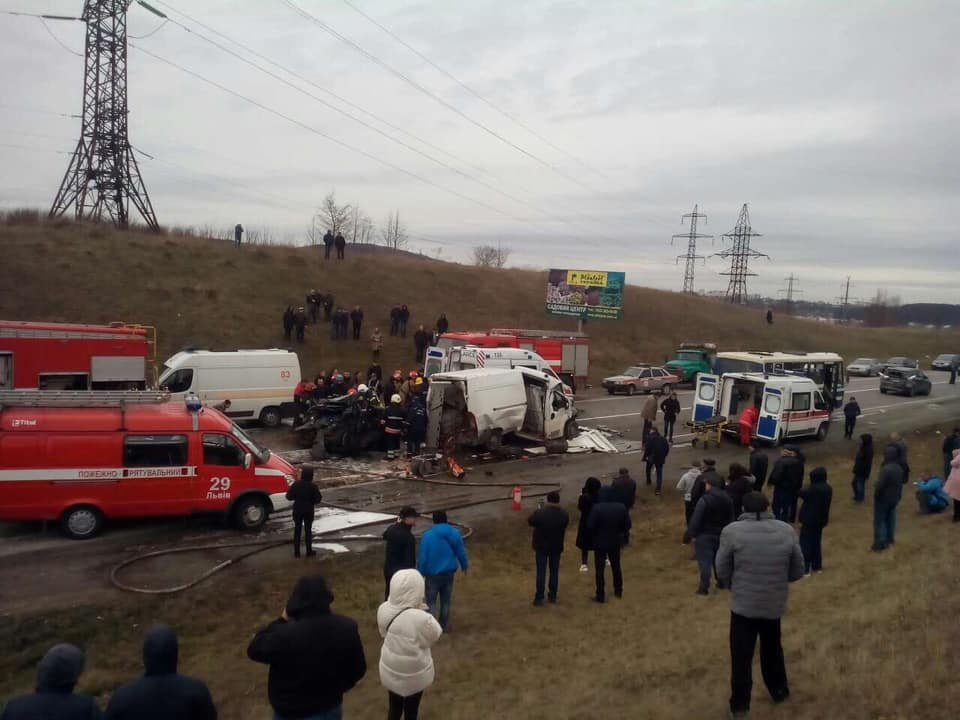 Масштабное ДТП под Львовом. Фото: varta1.com.ua