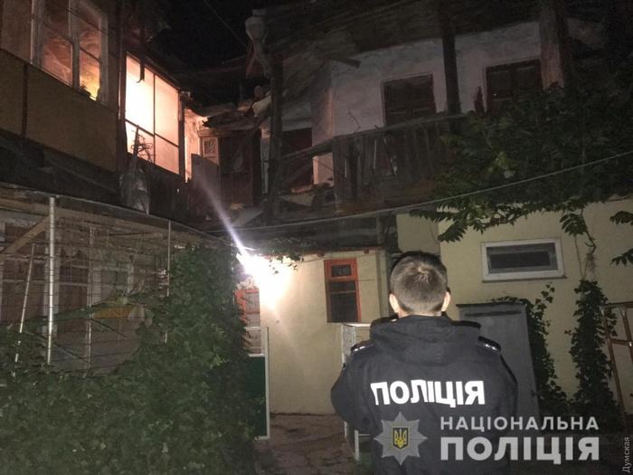 В Одесі обвалилася частина ще одного аварійного житлового будинку. Фото: Нацполіція