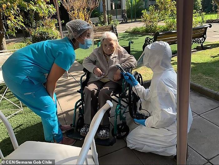111-річна чилійка без проблем вилікувалася від коронавірусу. Фото: Daily Mail