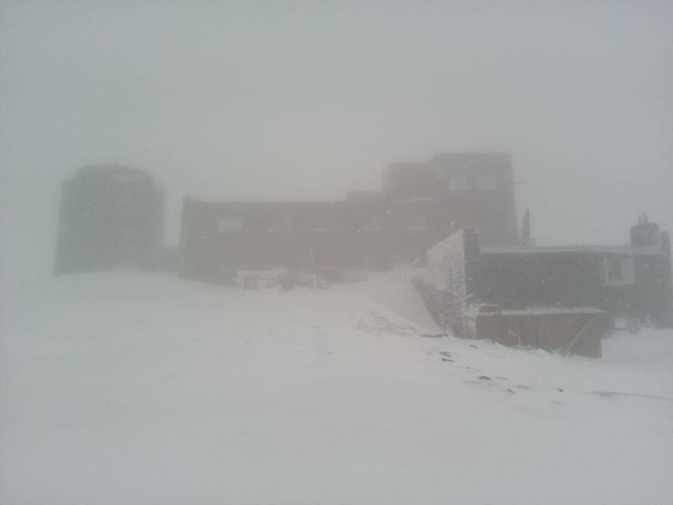 Сніг у Карпатах. Фото: Чорногірський гірський пошуково-рятувальний пост у Facebook