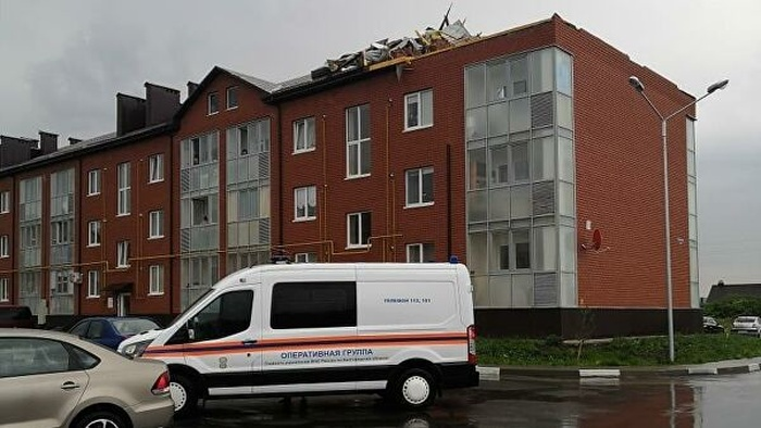 У Росії потужний ураган зривав дахи з будинків. Фото: РІА Новости