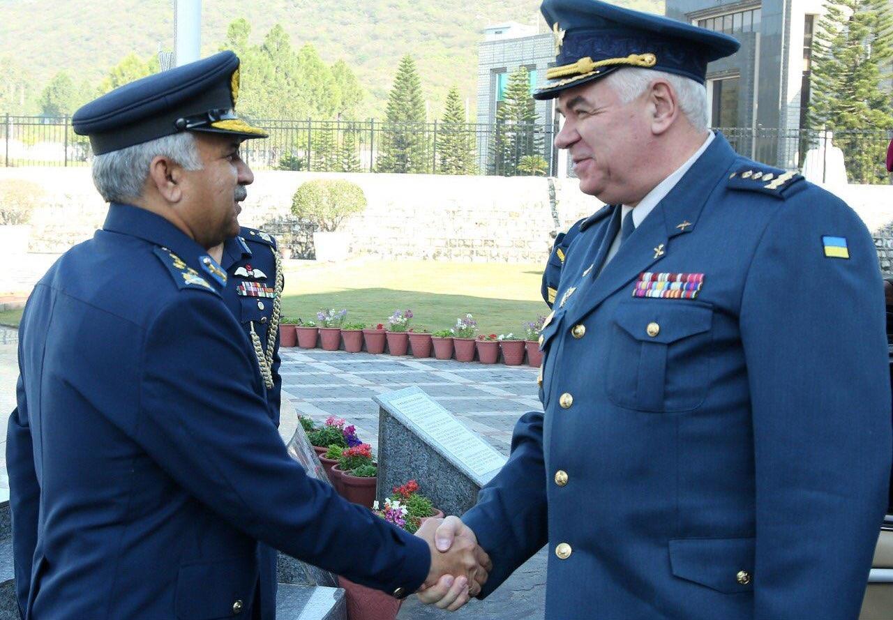 Командувач ПС ЗСУ, генерал-полковник Сергій Дроздов (праворуч)