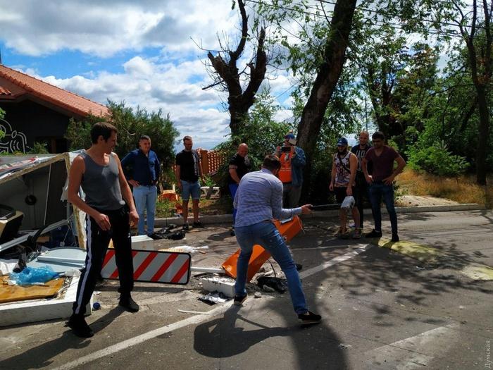 Знесений шлагбаум аукнувся «слузі» кримінальною справою. Фото: Думська