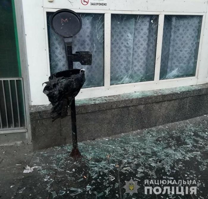 Вибух прогримів біля входу в метро у Києві. Фото: Нацполіція