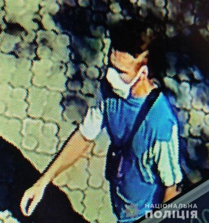 На синагогу в Мариуполе напал вооруженный топором мужчина, фото: Национальная полиция