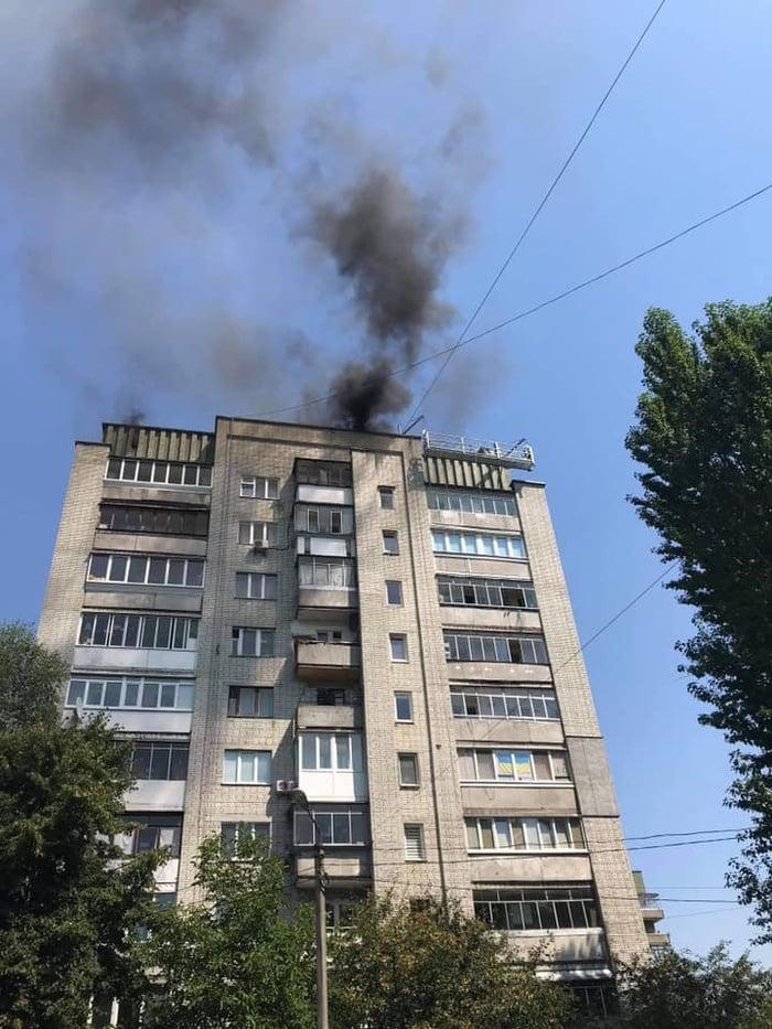 Пожежу в житловій багатоповерхівці Львова було видно за кілька кілометрів. Фото: Facebook