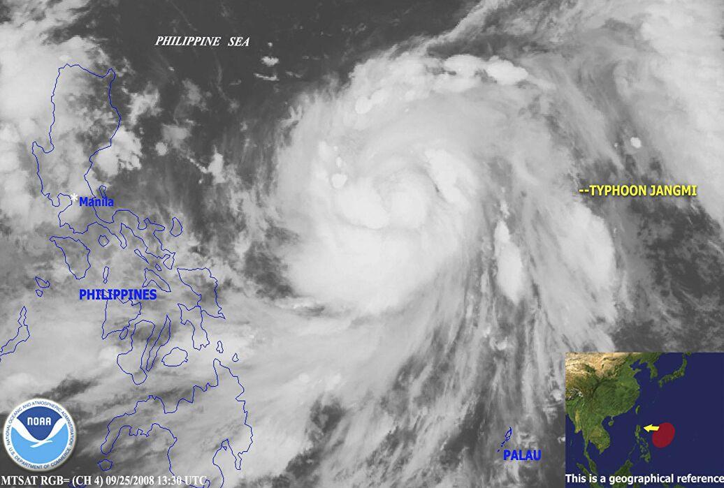 """Тайфун """"Чанми"""". Фото: РИА"""