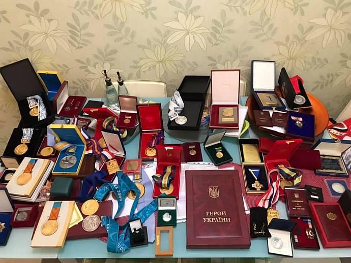 Медали и награды чемпионки. Фото: Facebook