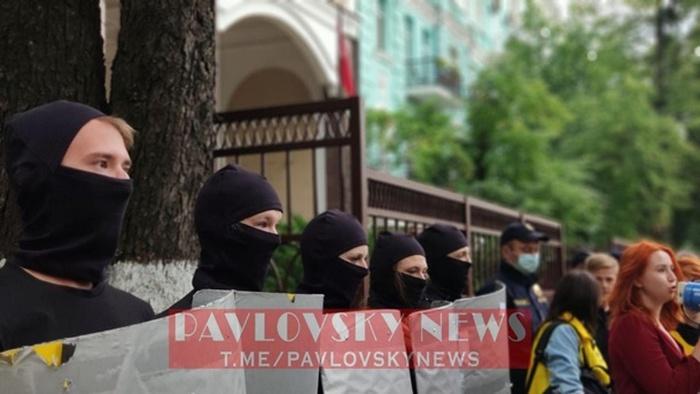 Акція протесту знову проходить під посольством Білорусі в Києві. Фото: Telegram