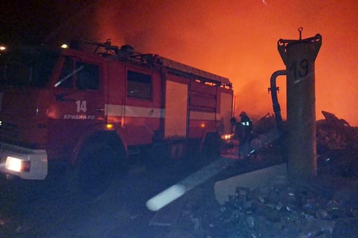 У Кривому Розі горить сміттєзвалище, фото: ДСНС