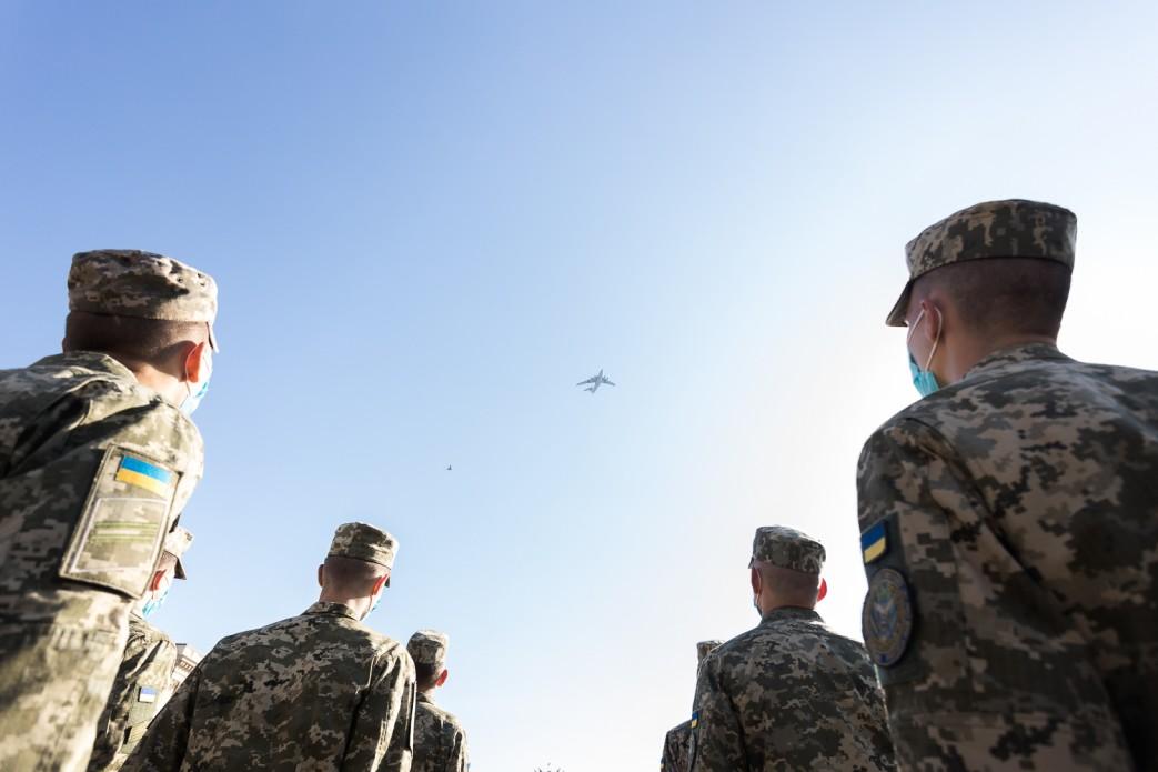 Самолеты, которые виднелись в небе. Фото: пресс-служба ОП