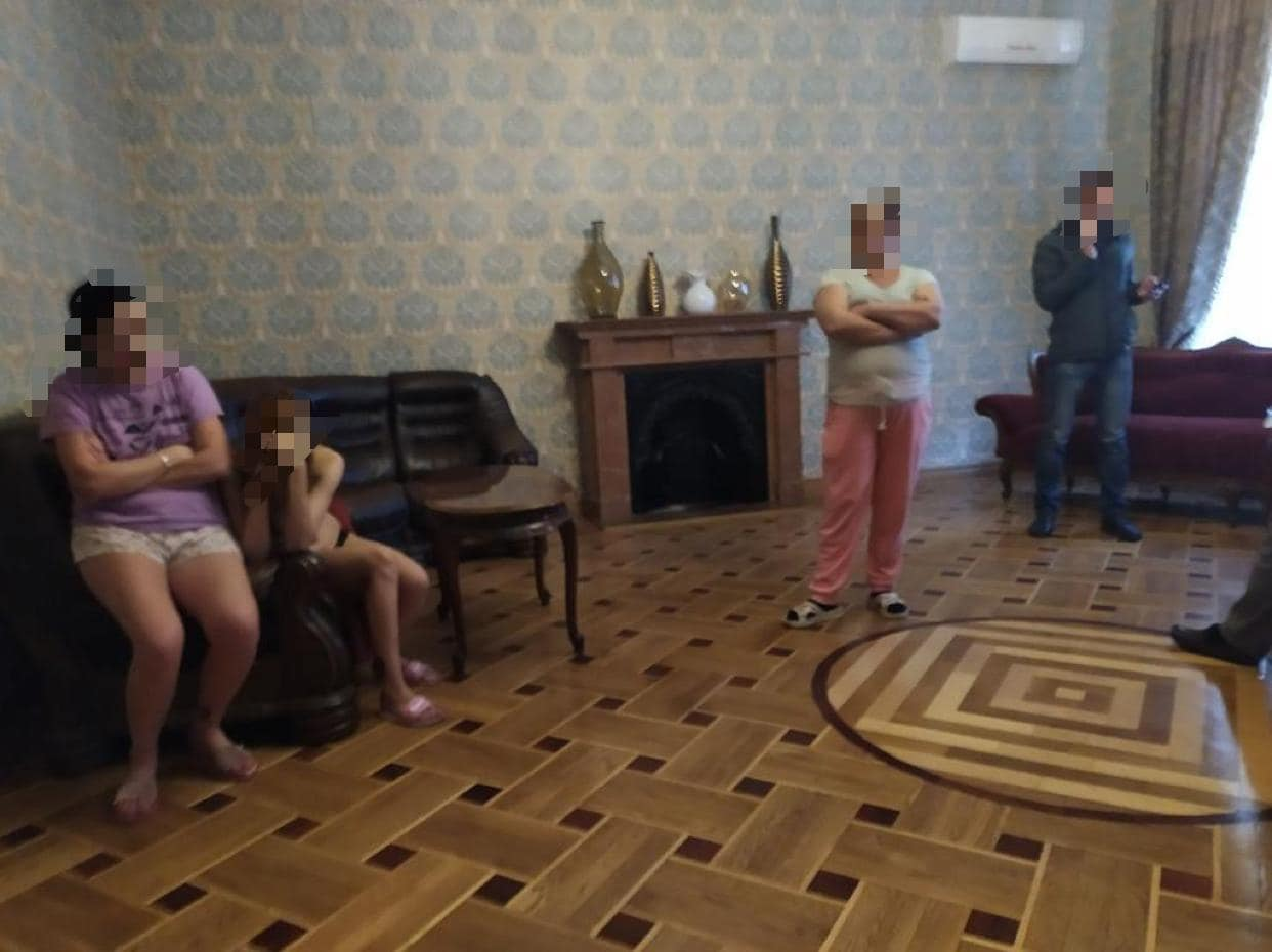 Разоблачение борделя. Фото: пресс-служба полиции