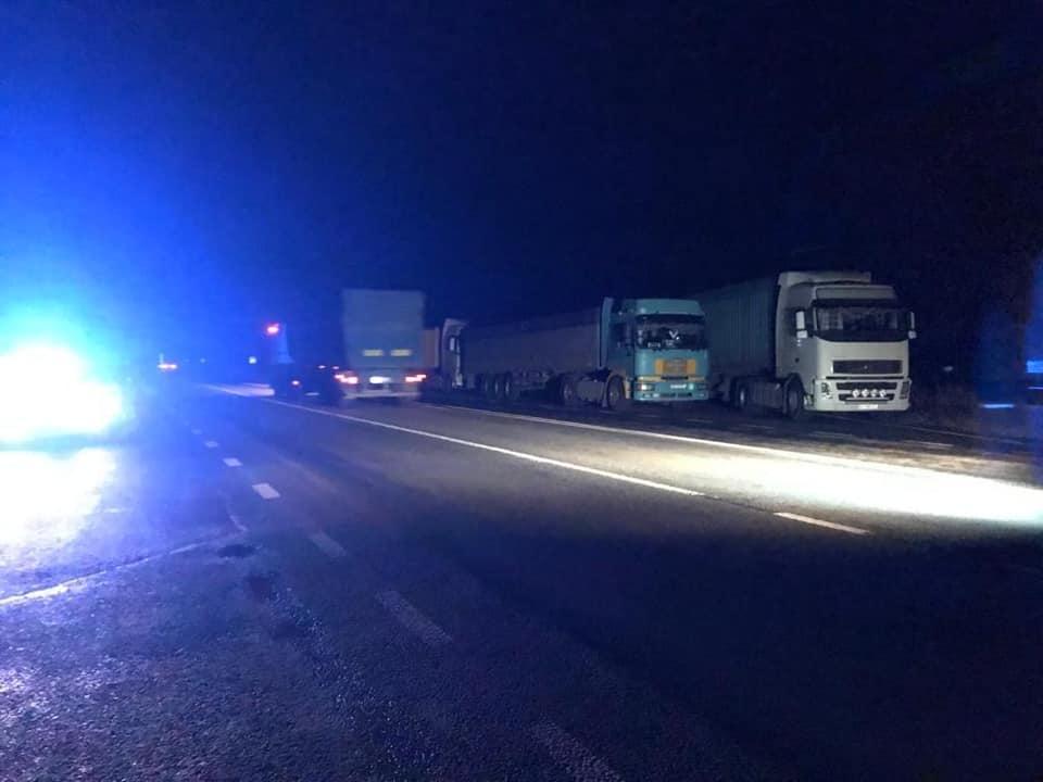 Водії сотні фур заблокували в'їзді в Миколаїв. Фото: «Укртрансбезпека»
