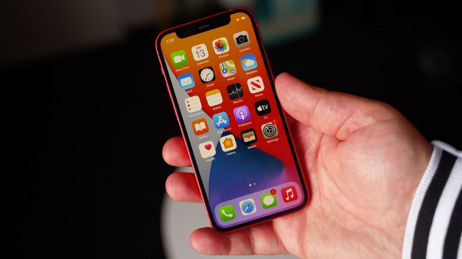 Iphone 12 mini. Фото: Business Insider