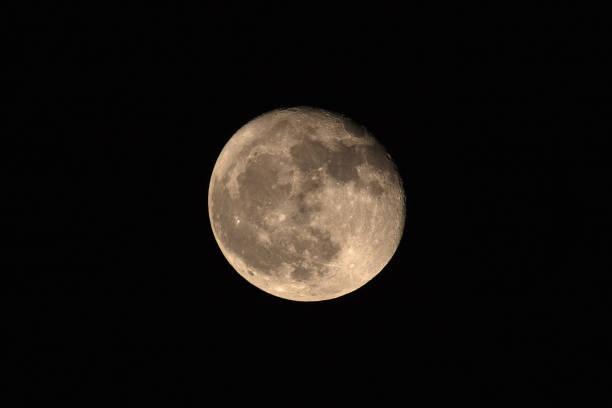 Луна. Фото: Istock