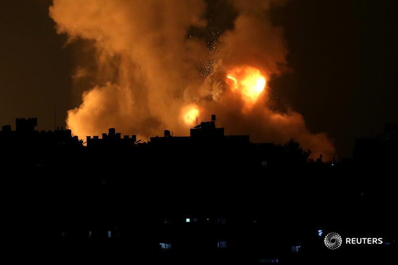 «Железный купол» продолжает отбивать атаку ракет над Израилем— Завораживающая мощь