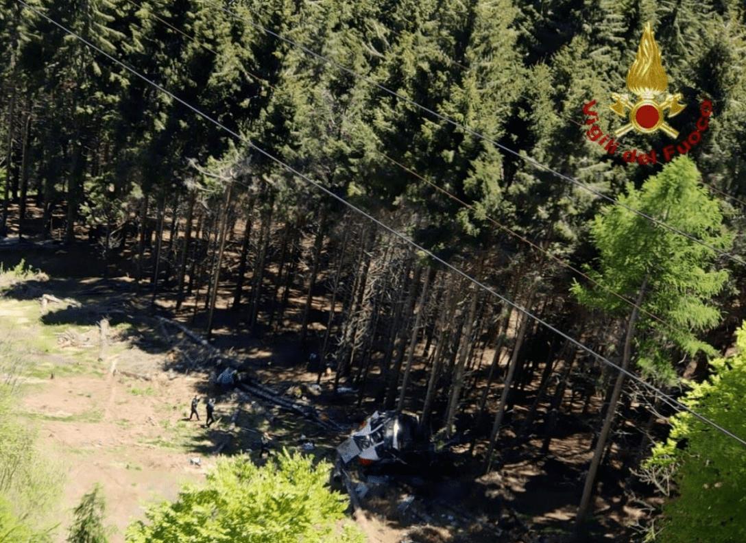 Падіння фунікулера в Італії. Фото: AP