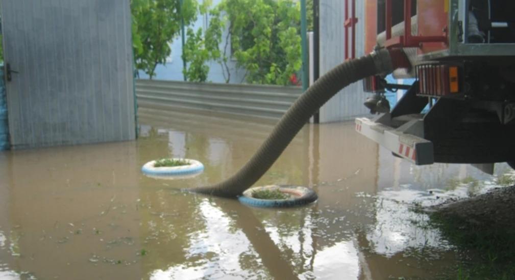 Керч затопило після проливних злив — вода сягає другого поверху (ВІДЕО)