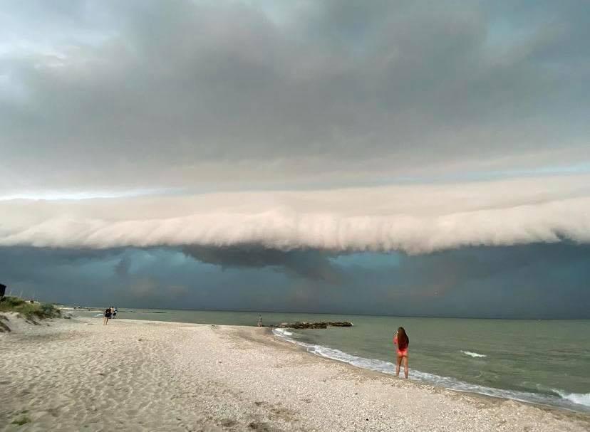 Повітряне цунамі в Приморську. Фото: Telegram