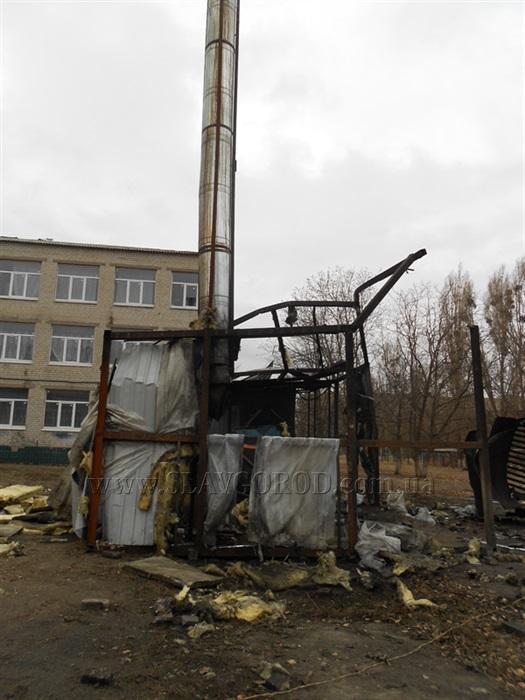 Миникотельная, которая взорвалась в Славянске, расположена между школой и садиком.