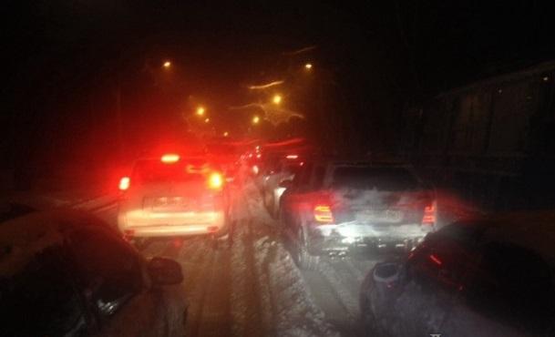 На автомобильных дорогах общего пользования южных областей образовался слой снега толщиной до 40-50 см. Фото Думская.net