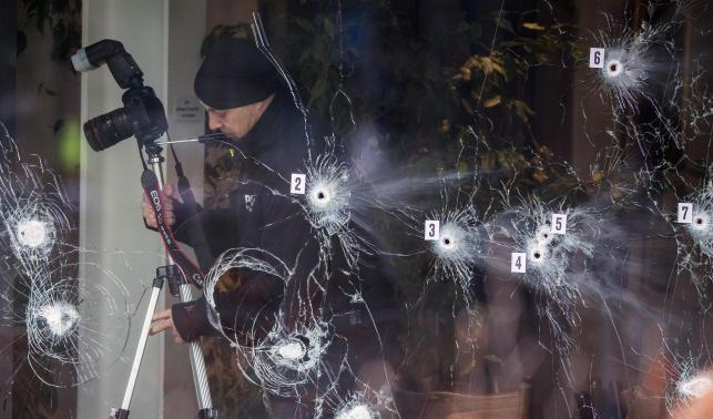 По словам очевидцев, нападавший открыл огонь и сделал до 40 выстрелов в кафе. Фото Reuters