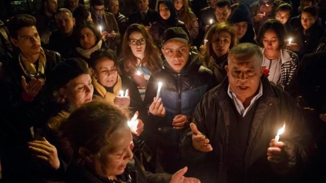 Сотни жителей Туниса вышли на улицы, пораженные терактом в музее. Фото Reuters