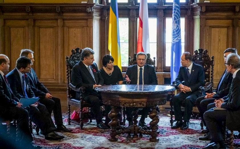 Встреча Петра Порошенко с президентом Польши и генеральным секретарем ООН Пан Ги Муном. Фото Twitter / Святослав Цеголко