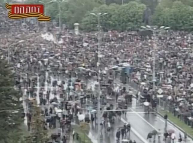Парад у Донецьку був набагато більшим, ніж у Луганську. Кадри з відео