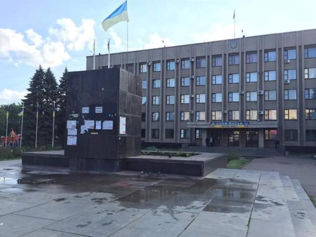 df2e9d4b2 В Славянске демонтировали Ленина — Новости Украины | Ракурс
