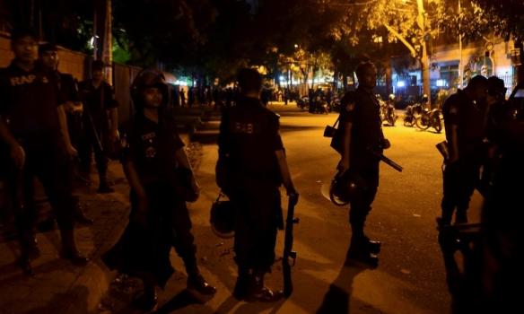ВДакке убиты 20 иностранных заложников— Уточненные данные
