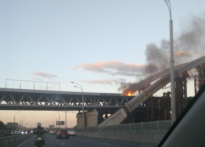 ВКиеве зажегся Подольский мост