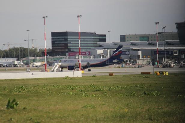 Русский аэробус крылом зацепил самолет ваэропорте Варшавы