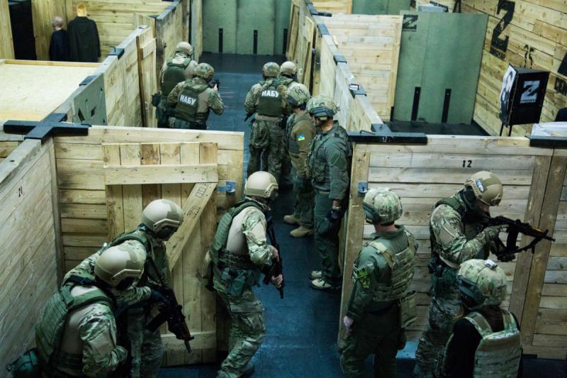 Инструкторы ФБР провели тренировочный курс для спецназа НАБУ