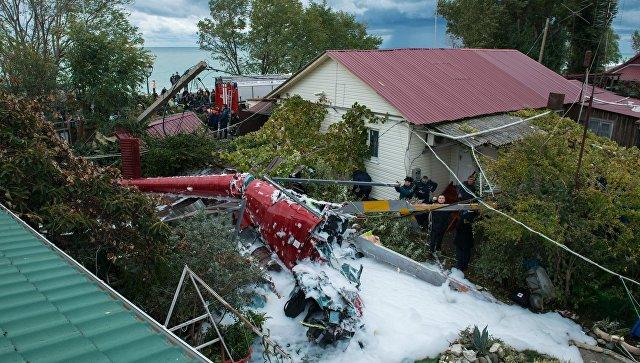 Cотрудники экстренных служб  поведали  обугрозе обрушения домов наместе падения вертолета вСочи