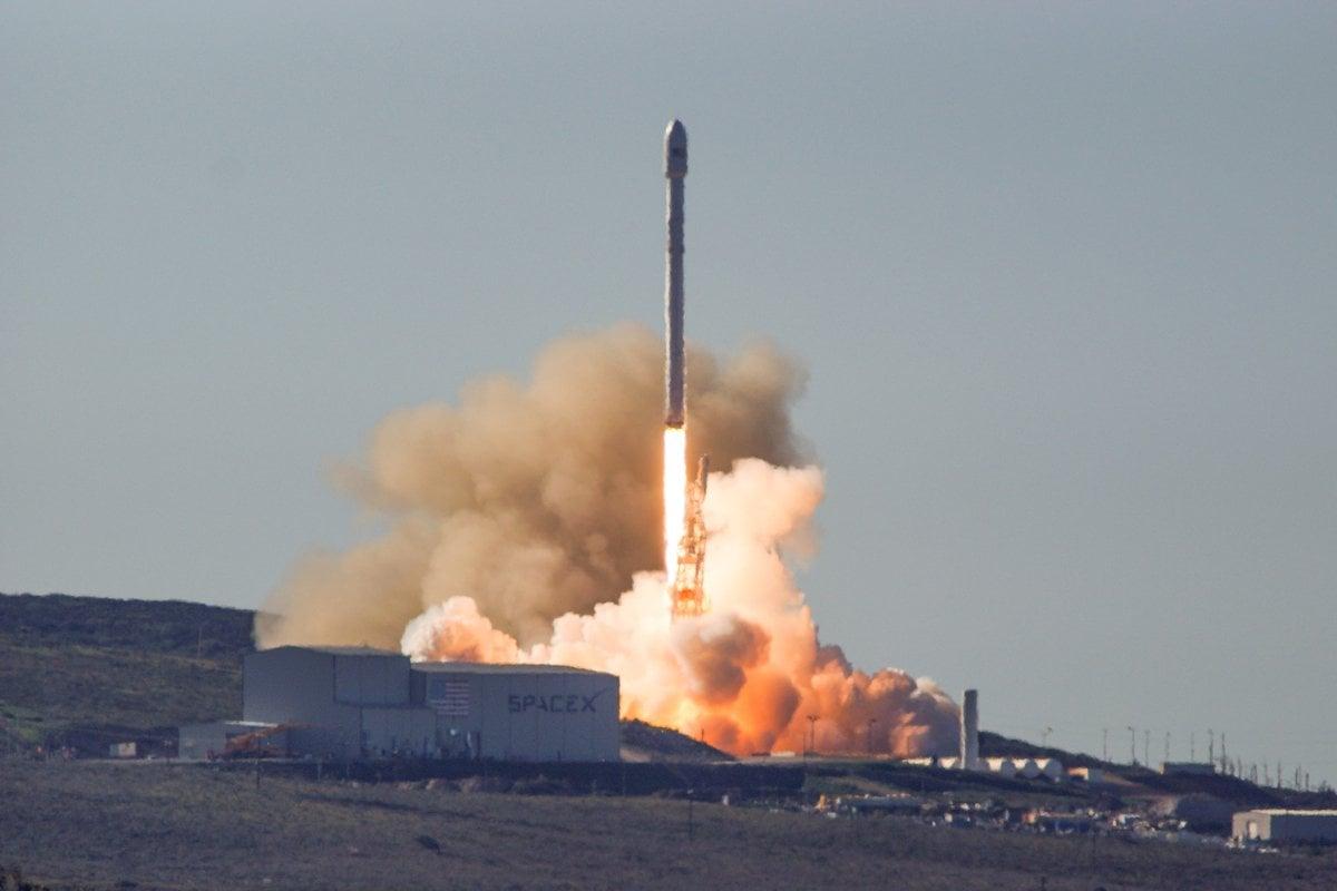 Ракета компании SpaceX благополучно вывела наорбиту десять спутников Iridium NEXT